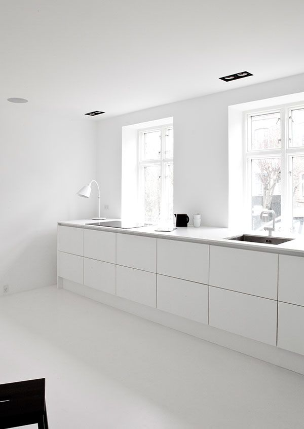Minimalist kitchen | Follow transreformas.com boards on pinterest.com/transreformas/