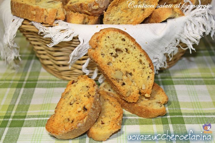 Cantucci Salati al Parmigiano, Gorgonzola, Noci e Pinoli