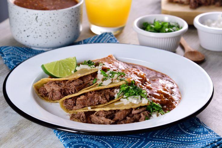 Estos deliciosos tacos de lengua ahogados en salsa de chile árbol y guajillo son un platillo muy popular en Monterrey, prepara estos tacos en la comodidad de tu hogar y disfruta con los que más quieras.