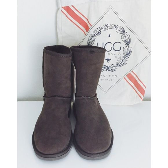 """NWT Ugg Australia brown sheepskin boots NWT Ugg Australia brown sheepskin boots. Purchased in Melbourne, Australia for $150 at the Ugg Australia store. Boots have 9"""" high shaft and are extremely soft inside. 100% sheepskin upper. Women's size 9, men's size 7 (yes, men do wear these in Australia!) Comes with canvas tote. For more details visit uggaustralia.com.au UGG Australia Shoes"""