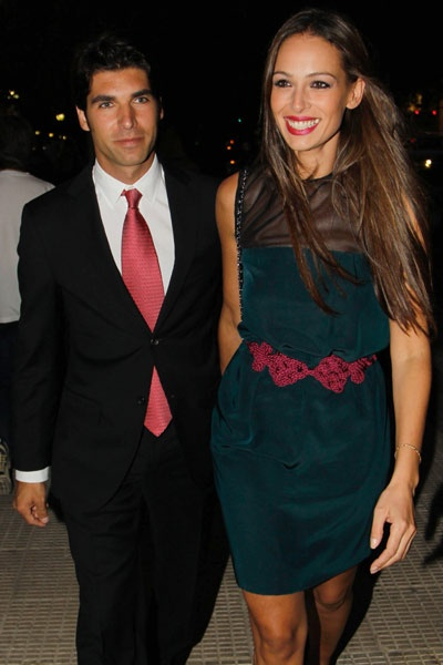 Cayetano Rivera y Eva González, felices y muy enamorados en la boda de unos amigos en Sevilla