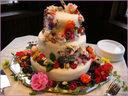 Edible flower cake decoration