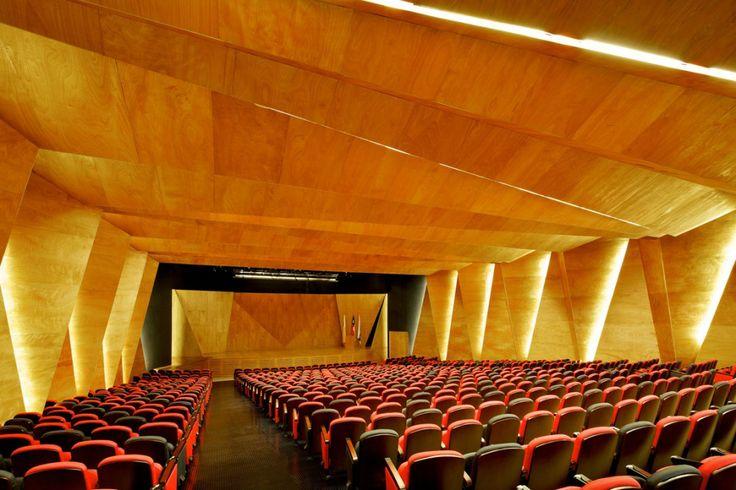 Andronico Luksic Mining Center / Enrique Browne y Arquitectos Asociados