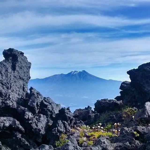 Vista desde el Volcán Osorno. Chile.  #chile #chileimages #chileesbello #chilelindo #chile_360 #chile_natural #chile_a_pie #chileestuyo #chilealmundo #ig_chile #igerschile #icu_chile #loves_chile #fotografoschile