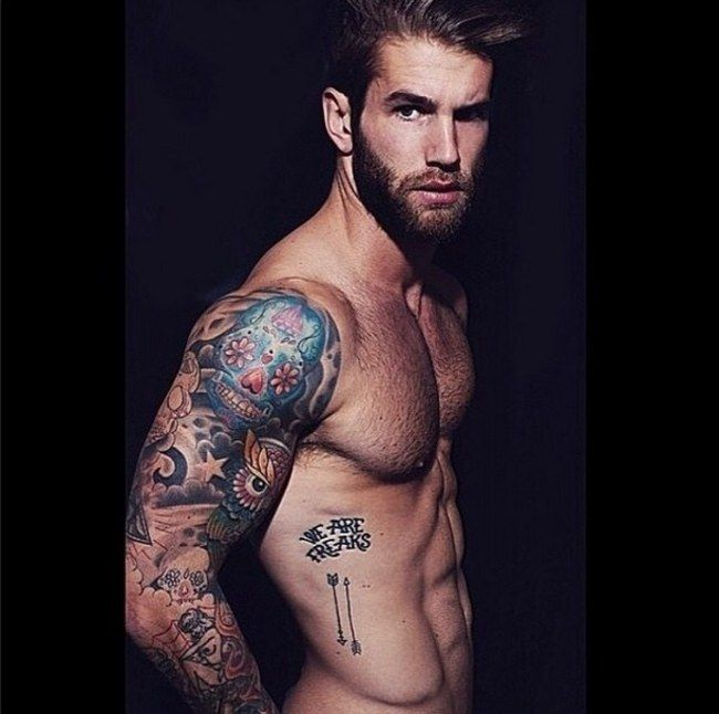 Resultado de imagen de chicos tatuajes