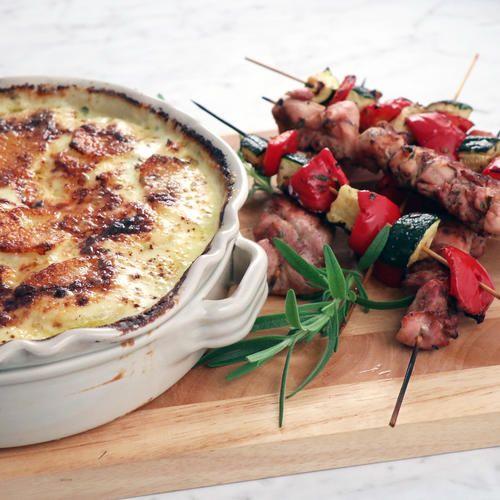 Grekiska kycklingspett med potatisgratäng med fetaost och vitlök