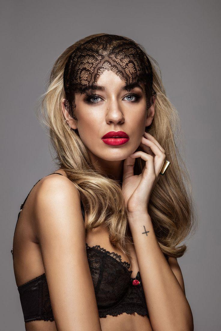 sexy-blonde-australian
