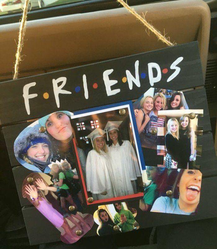 idée cadeau meilleure amie a fabriquer soi meme, collage de photos sur une plaque en bois, inspiré de la série télévisée Friends