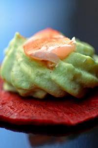 Avocat crevette sur cristalline de betterave