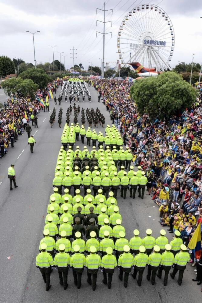 La paz un anhelo siempre presente en todos los lugares y en el desfile del #20DeJulio no podía faltar.