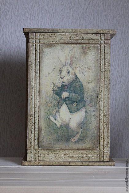 """Прихожая ручной работы. Ярмарка Мастеров - ручная работа. Купить Ключница -""""Белый кролик"""". Handmade. Ключница декупаж, подарок для всей семьи"""