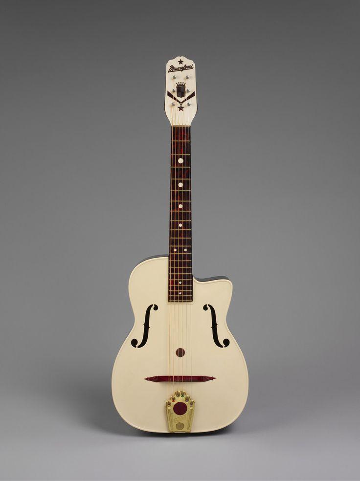 Maccaferri g-40 (plastic guitar) 1953
