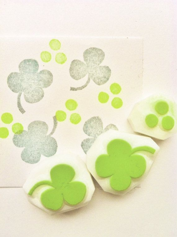 clover hand carved rubber stamp.  hand carved by talktothesun