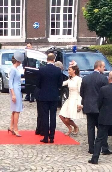 In recognition of their status as King and Queen, Kate curtsied to Philippe and Mathilde.