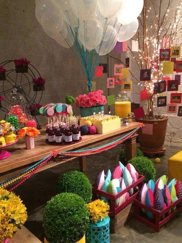 Para fechar a noite, segue essa decoração espetacular com o tema Bolas e Balões. Se inspirem nessa linda e muito bom gosto feita pela Fresa ...
