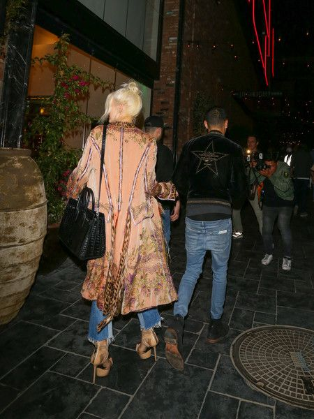 Ashlee Simpson Photos Photos - Ashlee Simpson and Evan Ross leave dinner at Tao Restaurant on May 16, 2017. - Ashlee Simpson and Evan Ross Enjoy Dinner at TAO Restaurant