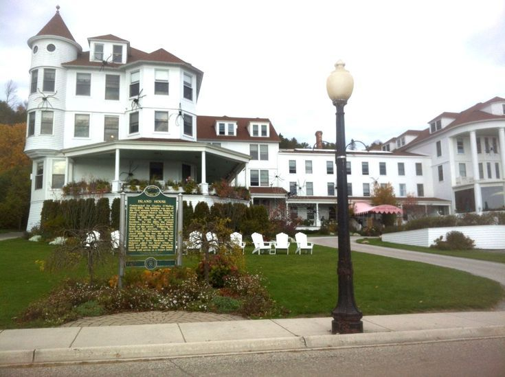 Best Places To Stay On Historic Mackinac Island Mackinac Island Island House Hotel Mackinac