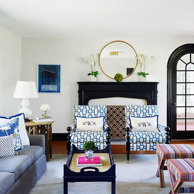 Stephaniekrausdesigns Shows The Classic Pairing Of White Walls With Black Trim In This Livingroom