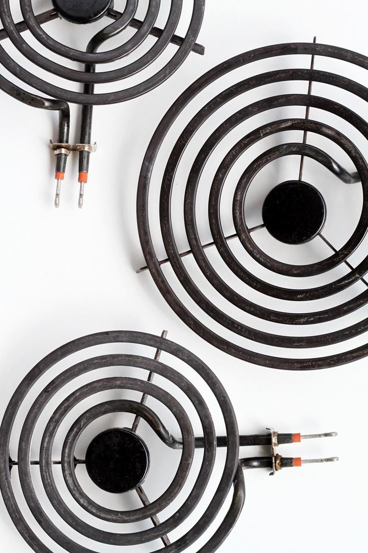 Does your pot frequently runneth over? If you're part of the regularly-sets-off-the-smoke-alarm-while-cooking-dinner club, chance are your stove burners are in desperate need of attention. Whether it's your fault, or the previous tenants', the burners aren't going to clean themselves.