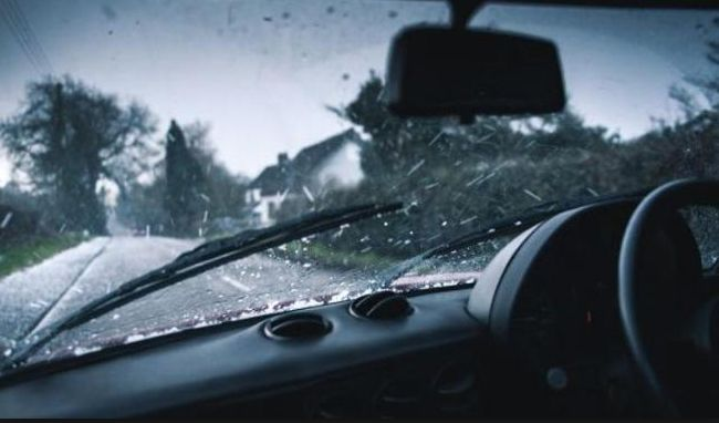 Komponen Mobil yang Menentukan Kenyamanan Berkendara Saat Hujan