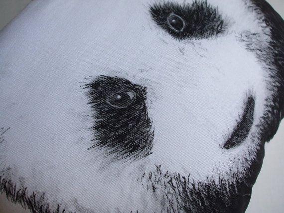 Panda almohada decorativa mano panda pintado cojín por MosMea