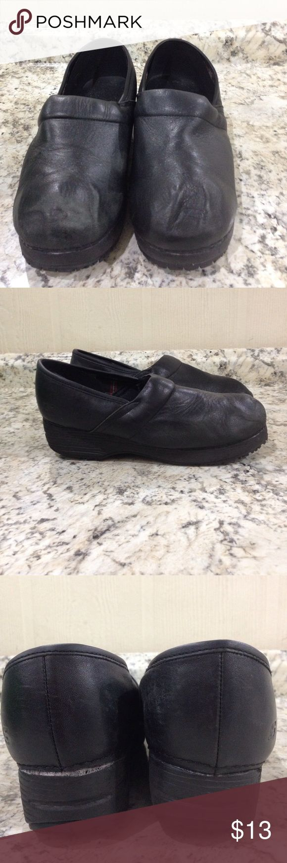 🌴NEW LISTING🌴 Skechers Work Slip Resistant Clogs Black. Slip resistant. Show signs of wear. See pics. size 9. (9/23) Skechers Shoes Mules & Clogs