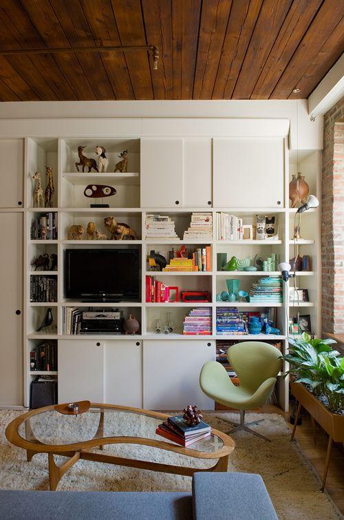 Estos muebles modulares pueden quedar demasiado anticuados, pero si se los llena con cosas interesantes y se los acompaña bien, pueden quedar muy cool.
