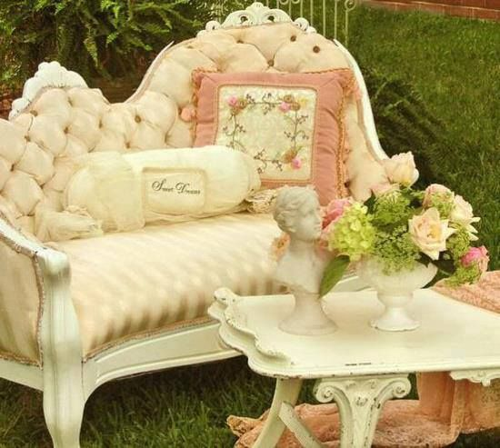 Color scheme Victorian Queen Anne style couch