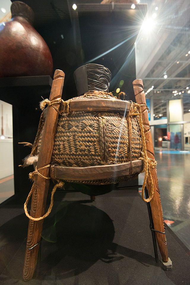 Taha huahua (Maori food container) on display at Te Papa. A container made from calabash (bottle gourd), wood, and harakeke (New Zealand flax).