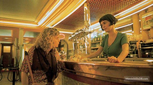 Le fabuleux destin d'Amélie Poulain - Publicity still of Audrey Tautou & Isabelle Nanty