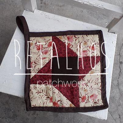 Ref.: PG_02 Pega de cozinha, feita em patchwork manual. Aproximadamente 20x20cm