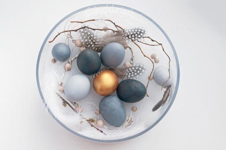 Ostereier in gold und grau