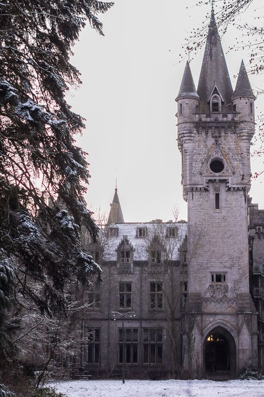 Abandoned Miranda Castle is straight out of a fairytale, but one that doesn't necessarily end with happily ever after. The Belgian castle, also known as Château de Noisy, is located in Celles, Belgium, and was built by architect Edward Milner.