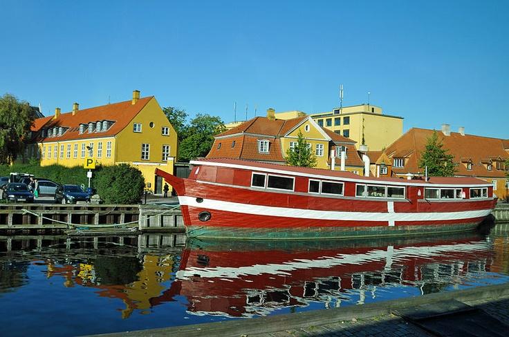 #House boat in Copenhagen    http://wp.me/p291tj-7n