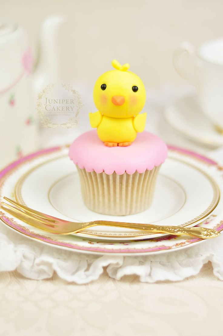 Fondant Chick tutorial for cakes and cupcakes by Juniper Cakery