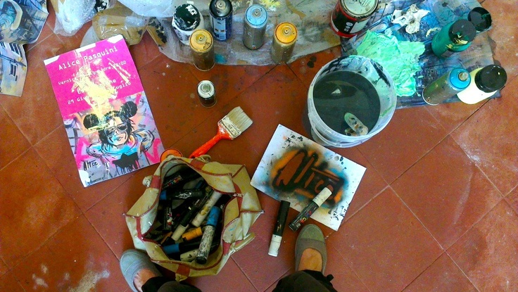alice pasquini working materials - click to see her while working