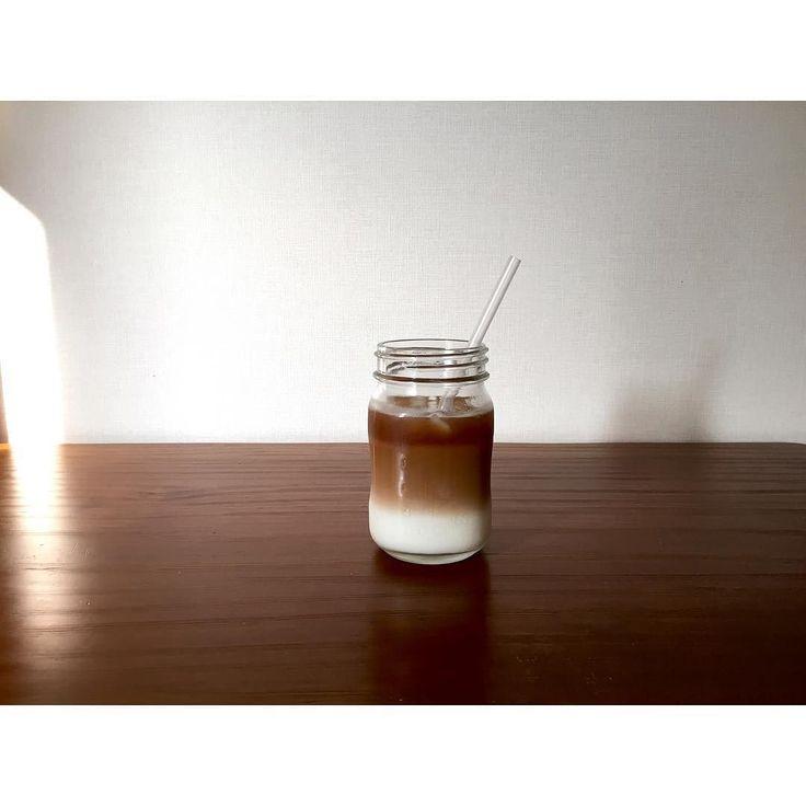 おはようございます 朝から青空が広がって 今日は暑くなりそう  やってみたかったツートンコーヒー 何となくできました笑 今週も楽しんでいきましょう  #coffee#kalita#hario#Kalitawave#icedcoffee#instacoffee#coffeelover#coffee_time#InstagramJapan#manmakecoffee#baristadialy#coffeebreak#porlex#coffee_county#darkroast#japan#ツートンコーヒー#二層コーヒー#カフェオレ#アイスコーヒー http://ift.tt/20b7VYo