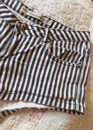 Kaufe meinen Artikel bei #Kleiderkreisel http://www.kleiderkreisel.de/damenmode/jeans-shorts/145413975-blau-weiss-gestreifte-jeans-shorts-von-zara