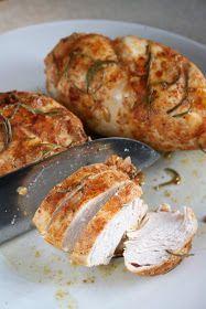 Kurczak przygotowany jest bez tłuszczu, marynowany w jogurcie z przyprawami, a potem upieczony.