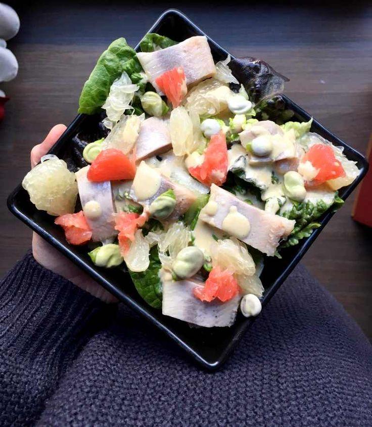 Rezept für einen leckeren low carb Salat mit Matjesfilet, Edamame, Pomelo und Grapefruit