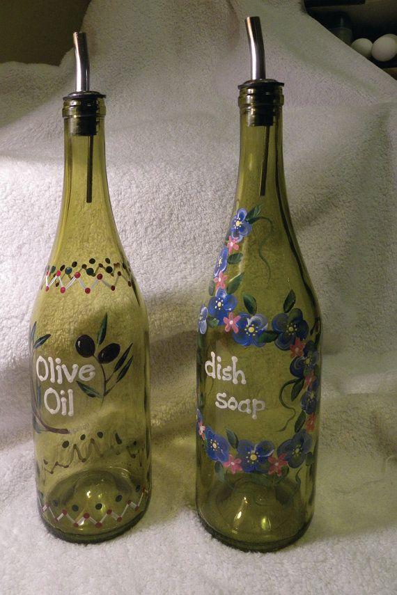 Mooie wijnflessen hergebruiken! Kan ook met krijtbordverf leuk worden.
