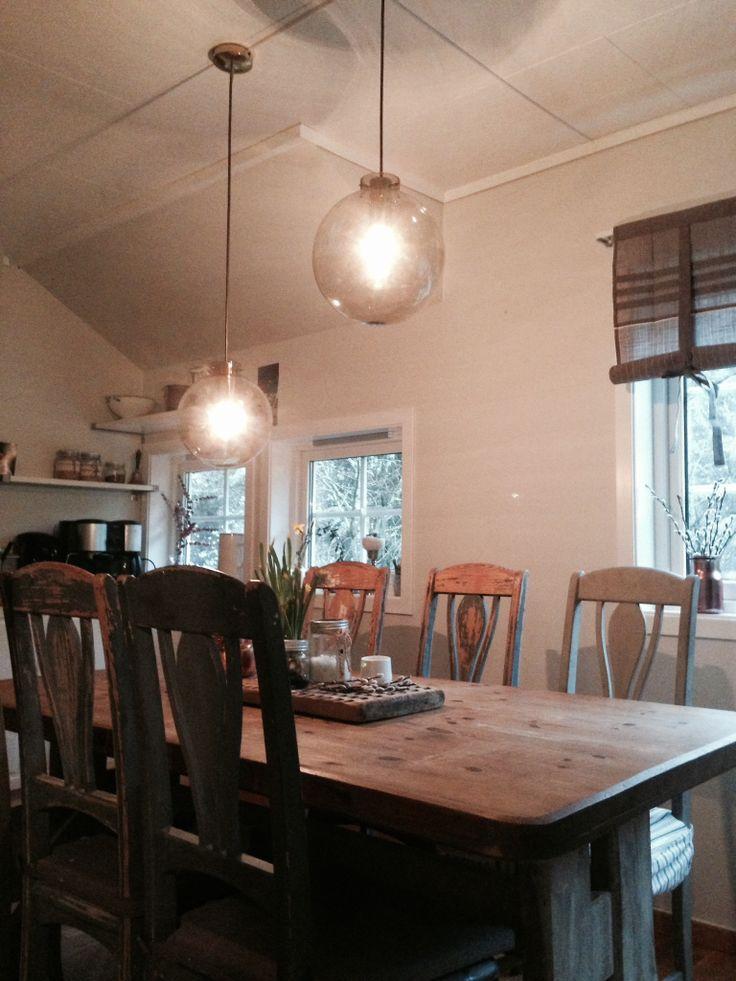 Rustique kitchen. Vintage lamps