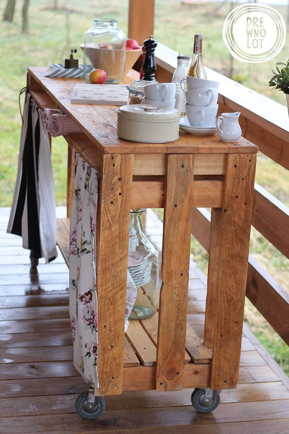 Pallet Wood Mobile Side Table With Storage Space. Super Simple U0026 Really  Easy To Duplicate. A Great Idea For A Bar B Q Area, Deck Or Even The Front  Hall ;):