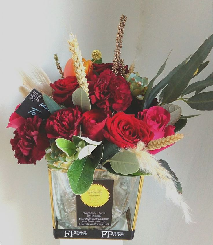 glass vase flower potts blooms bright red