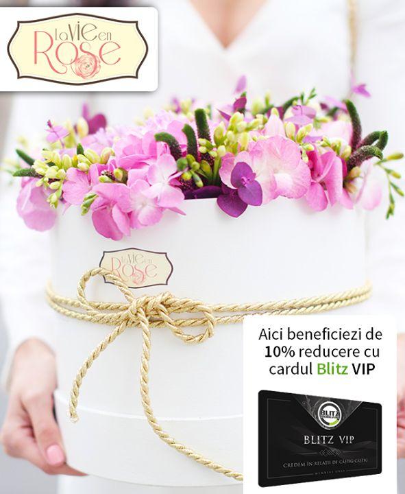 Primăvara bate la ușă și așteaptă să-i deschidem repede deoarece ne întâmpină cu flori cu soare și cu voie bună! La La Vie en Rose găsim lalele frezii miniroze  zambile trandafiri care toate așteaptă să fie coafate în buchete multicolore și dăruite persoanelor dragi. Oferă buchete de fericire de la partenerii noștri iar cu cardul vei beneficia de 10% discount.  Detalii pe http://ift.tt/2m943xa.