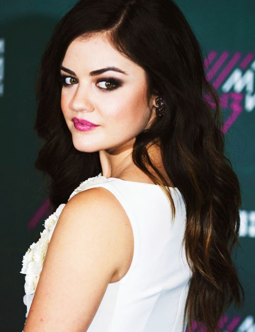 Lucy Hale Pretty Little Liars Aria TONIGHT!!!!!