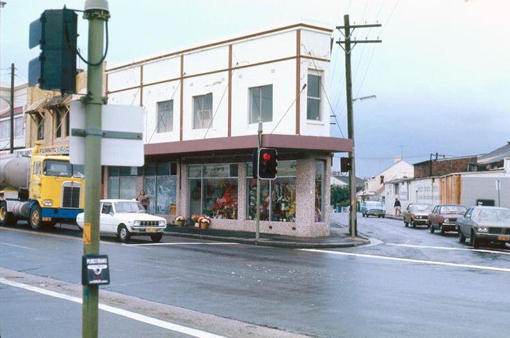 1977-1980. King Street Newtown, looking up Angel Street. A florist is on the north-east corner.