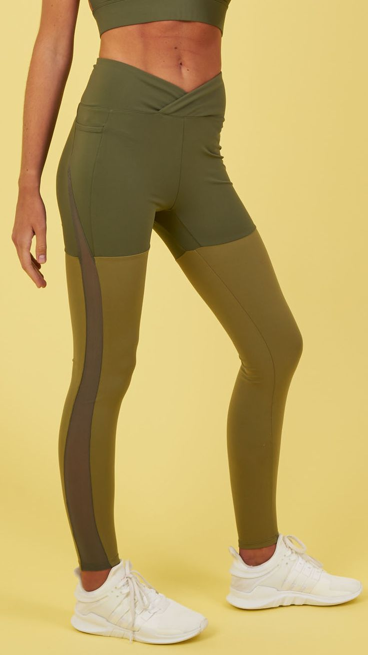 Two-tone colour design and bold mesh side panels keep you looking and feeling on point with the Dynamic Leggings. Coming soon in Dark Olive Marl.