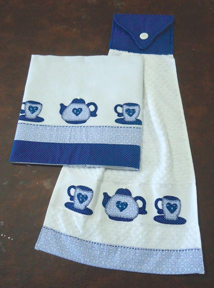kit composto de pano de prato em 100% algodão e bate mão em tecido atoalhado com aplicação em patchwork motivo de bule e xícaras e acabamento em tecido estampado com quilte feito à mão.
