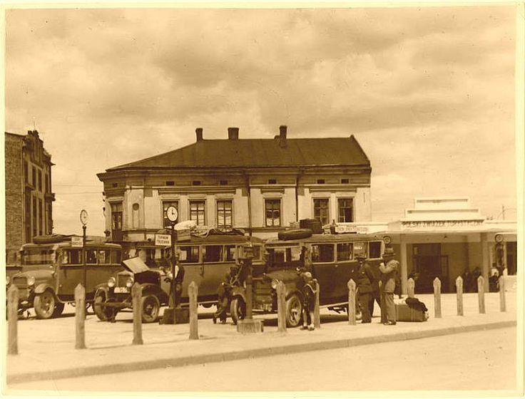 Rok 1932. Dworzec Autobusowy na Placu Zgody (dziś Placu Bohaterów Getta) - AF Światowid (MHK)